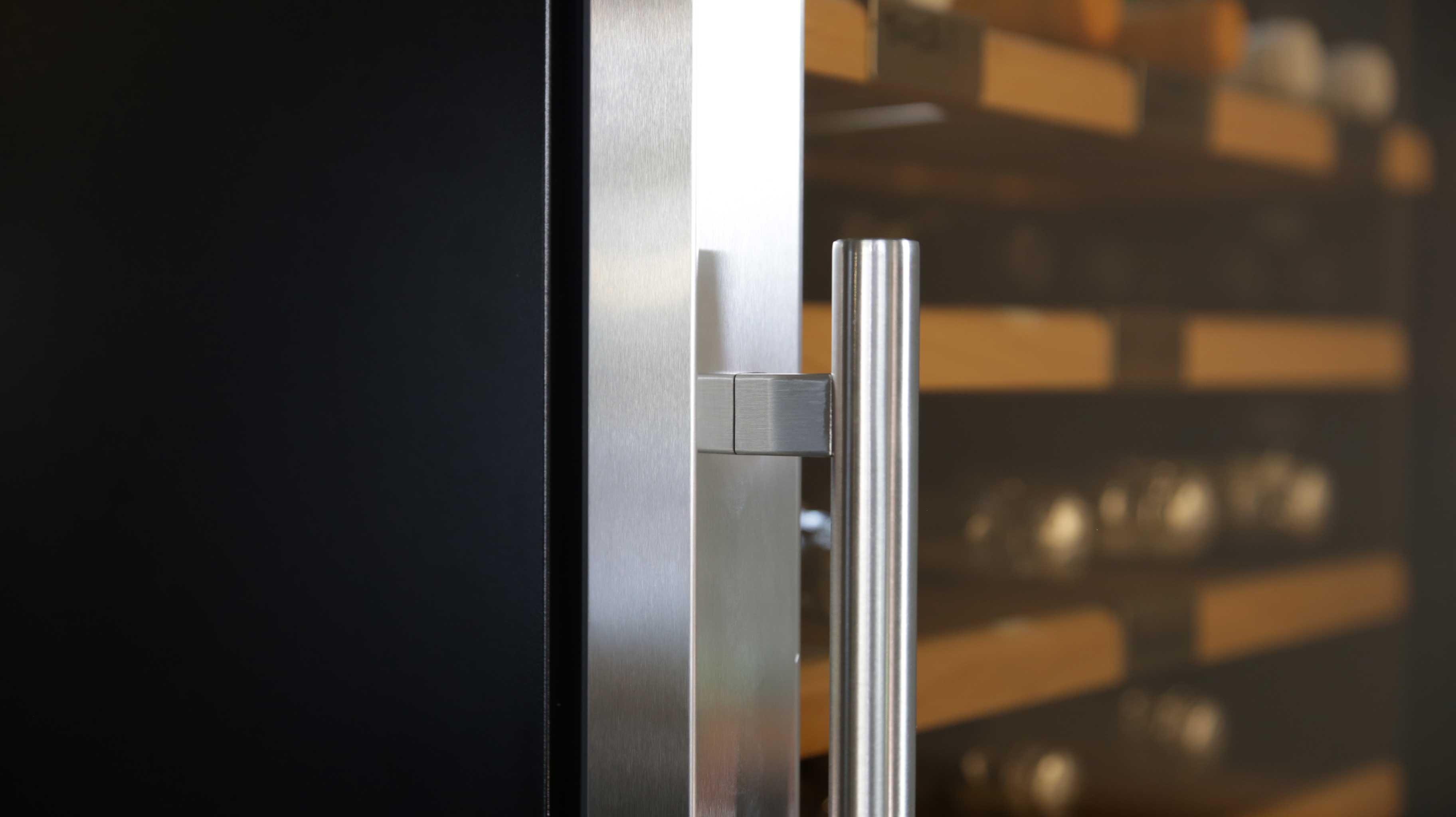 Armadio Cantina 850 bottiglie 5 zone di temperatura Altamente Professionale linea Luxury (mis. 1770x2975x690 kg.510)