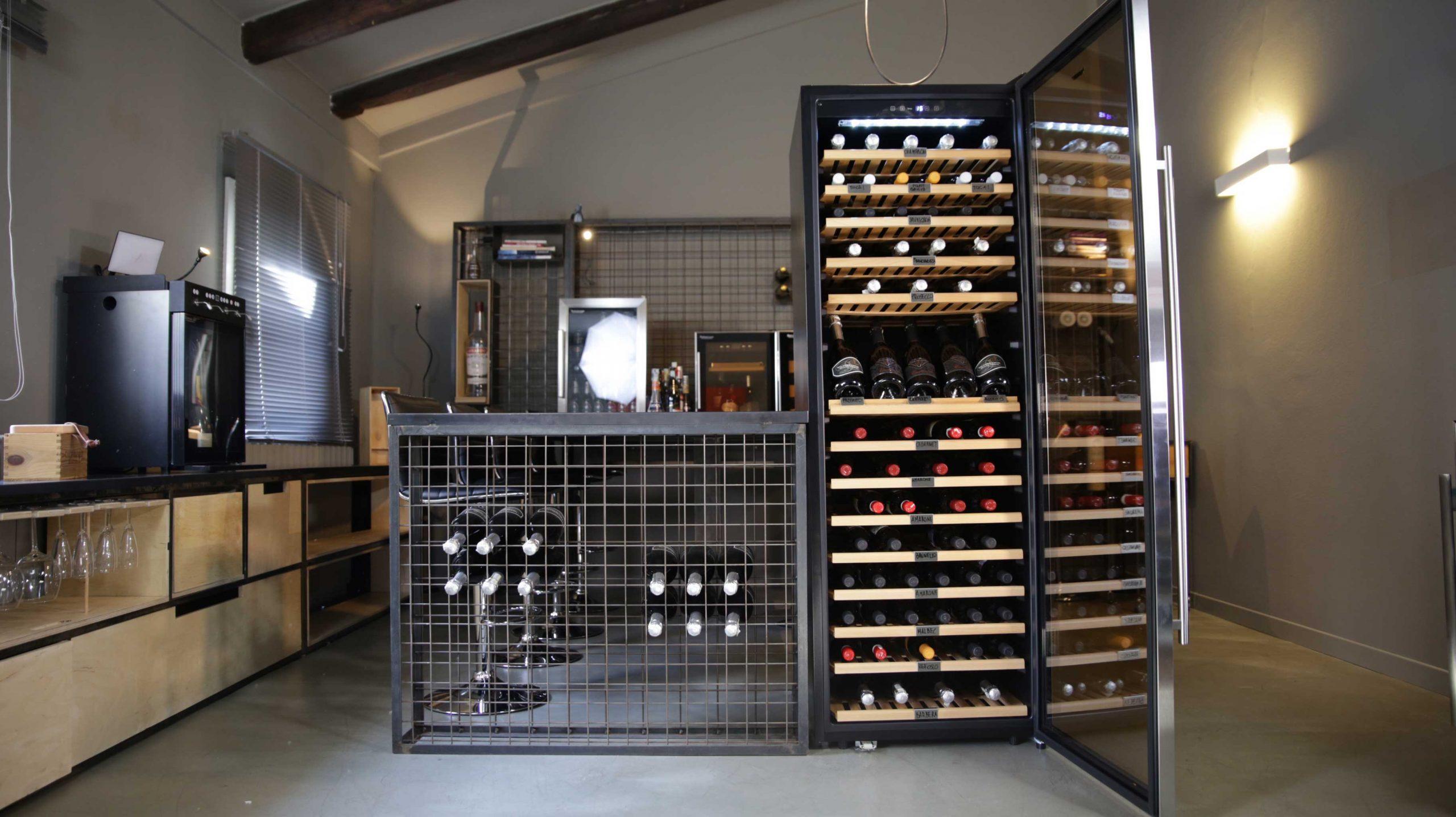 Cantinetta vino 166 bottiglie doppia temperatura climatizzata compressore professionale (Mis. 1740x595x675 kg.82)