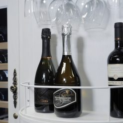 Weinkühlschrank aus Holz mit Weinglasregal und einziehbarem Flaschenhalter